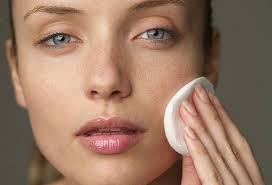 Remove makeup with the best makeup remover in the world - oil!