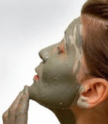 Green clay face mask - pic via www.wholisticresearch.com