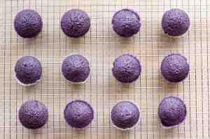 Lavender cupcakes! -pic via jessienextdoor.com